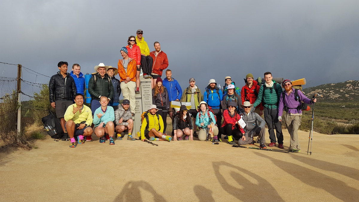 Photo de groupe au terminus sud du PCT