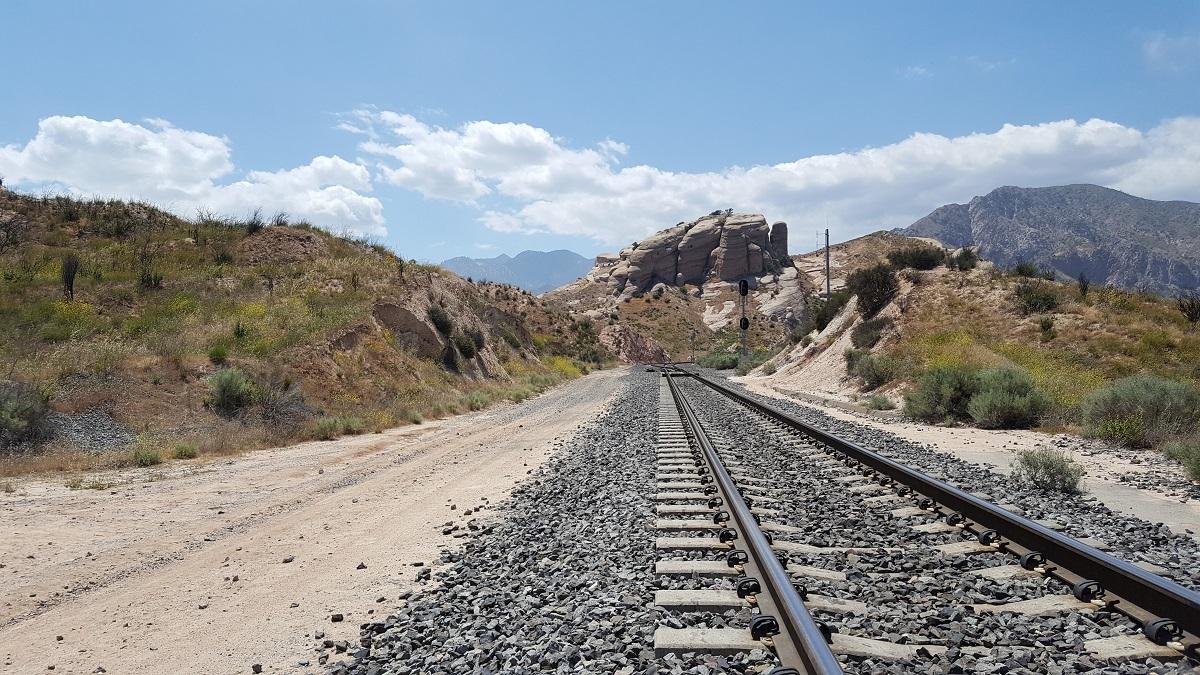 Rails de chemin de fer en perspective fuyante
