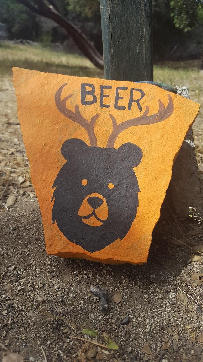 Dessin d'ours avec des bois de cerf