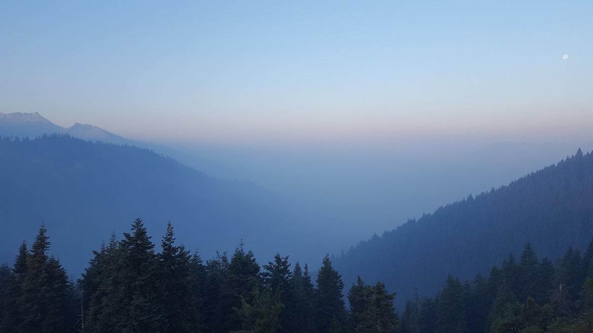 Vallée gagnée par la fumée - Smoke in the valley